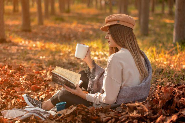 読書の秋! 電子書籍を読んでいる人は増えているの? 紙の本と読むジャンルは違う?