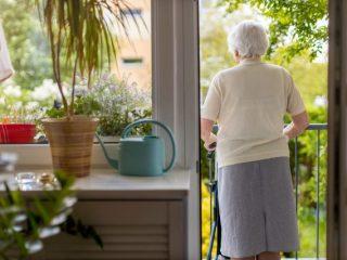 一人暮らしの場合、老後の不足額は300万円弱?