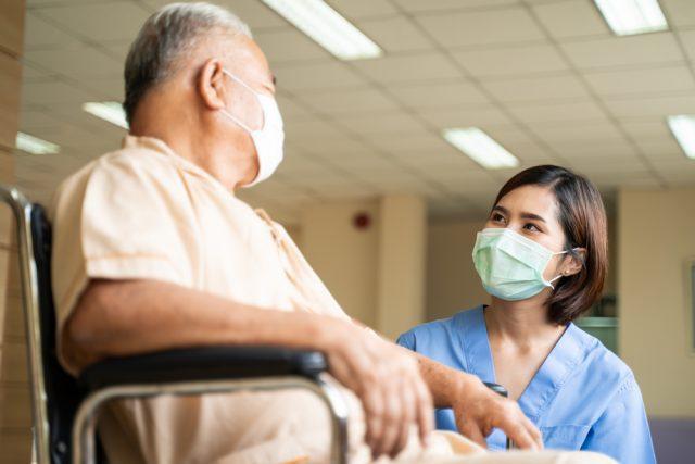 令和3年8月より変更。高額介護サービス費と介護保険施設における費用負担限度額はどう変わった?
