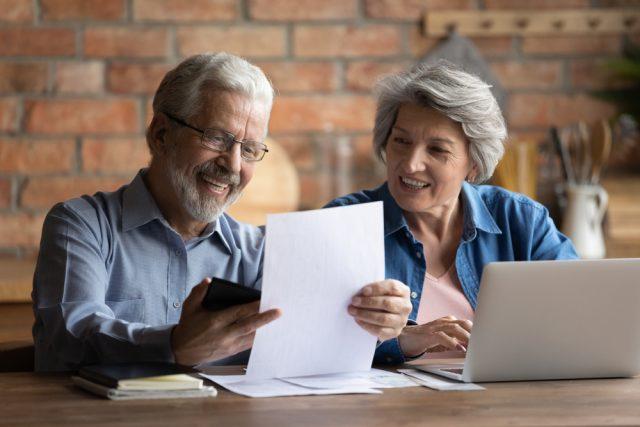 65歳から年金を受給。では、手続きはいつすればいいの?