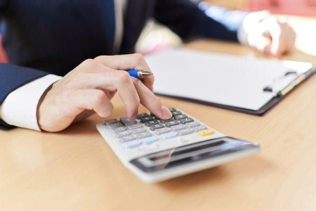 故人名義の医療保険を受け取ったら「相続財産」に。生命保険金との違いは?