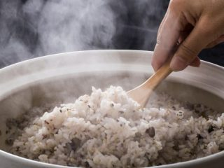 玄米・雑穀米を食べる人が増えている? 世帯あたりの米の支出が最も高い県はどこ?
