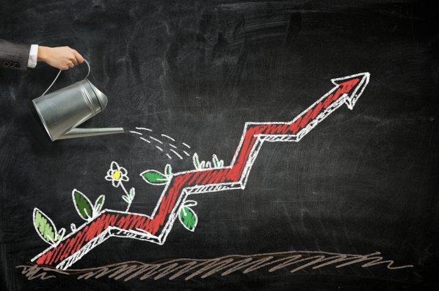 何歳から投資を始めている? コロナ禍でも投資で資産が増えたという人が約半数?