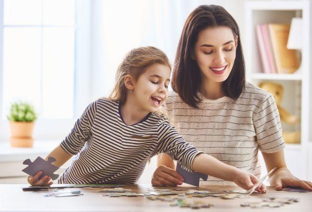 共働き世帯では子どもの教育費用に毎月どれくらい貯蓄している? 育児・教育費用は月いくら?