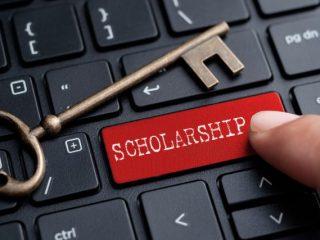 高校3年生で申請する奨学金の「予約採用」とは?