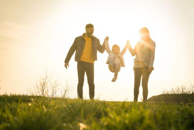 コロナ禍で収入が激減。子育て世代が今から受けられる支援とは?
